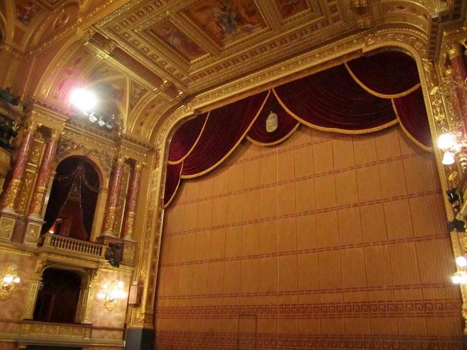phía sau sân khấu nhà hát