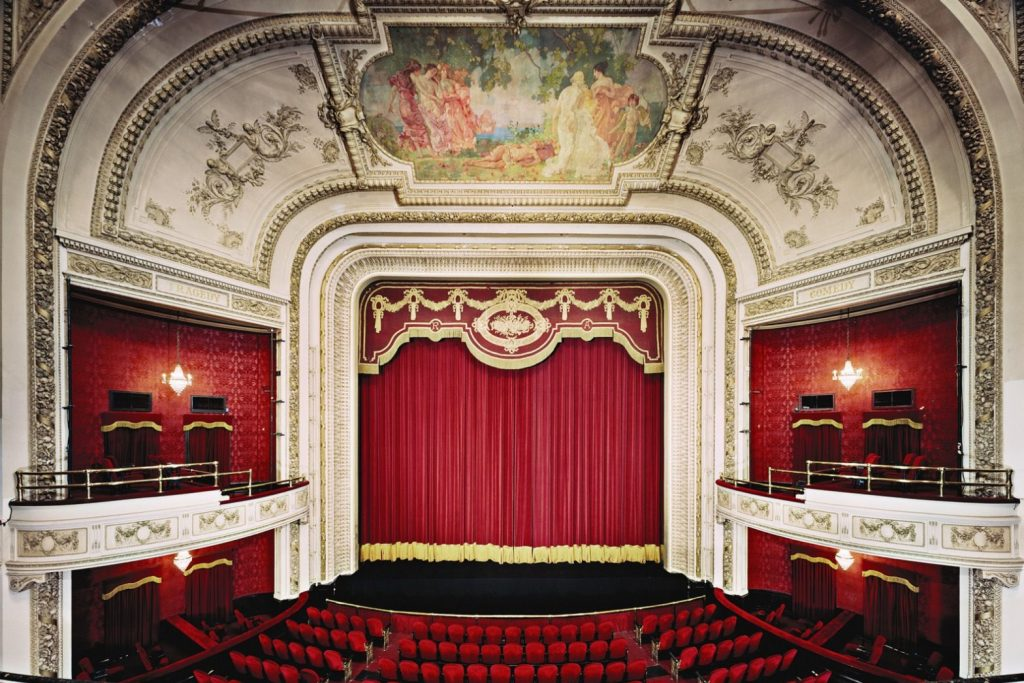 sân khấu nhà hát đặc biệt