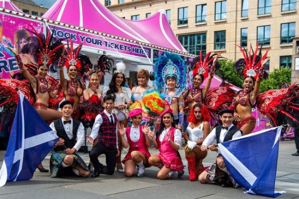 Các nghệ sĩ của Bangkok biểu diễn tại Quảng trường của lễ hội