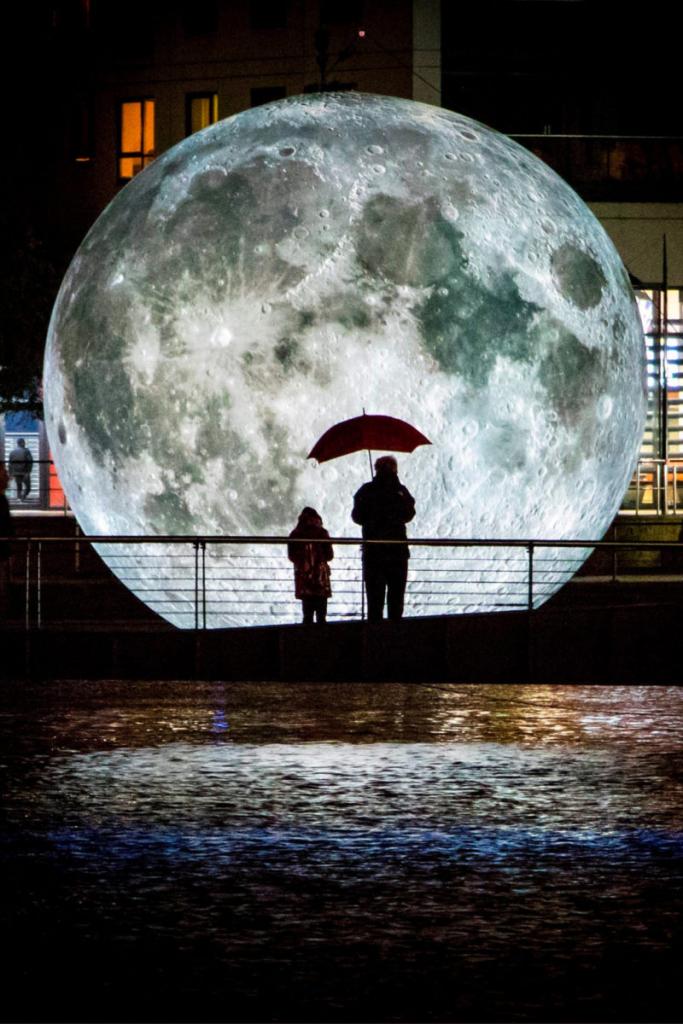 Mặt trăng tại Light Night Leeds 2019